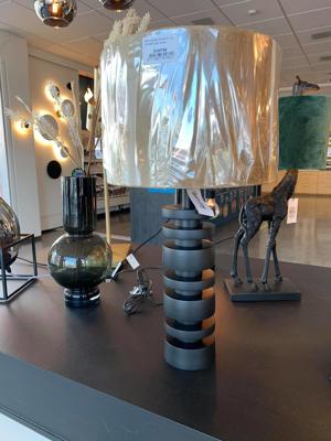 Mynd af Borðlampi með bronz skermi